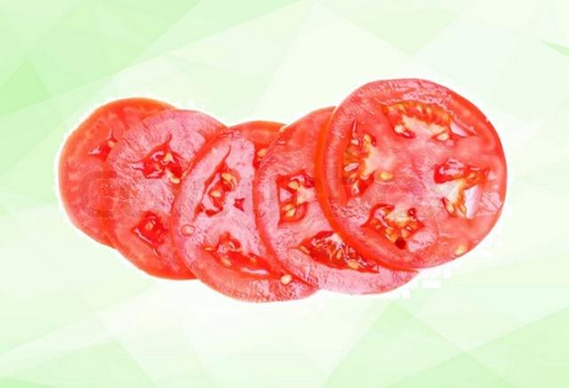 Нарезанные помидоры для запеченной цветной капусты