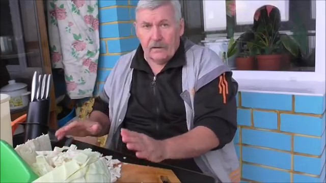 Нарезаем капусту кусочками