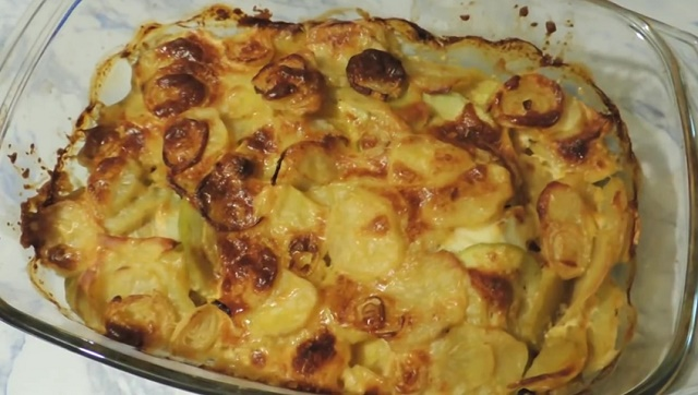 Запеченная треска с картофелем и луком