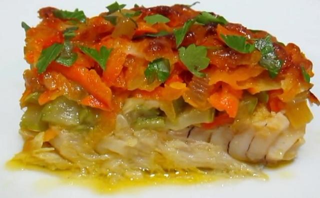 Треска, запеченная с овощами в духовке