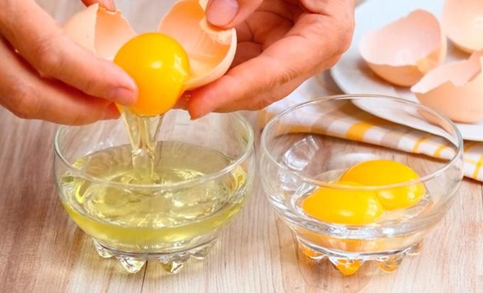 Отделим белки от желтков
