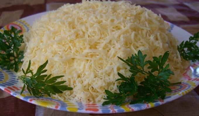 Простой рецепт салата с курицей и грибами