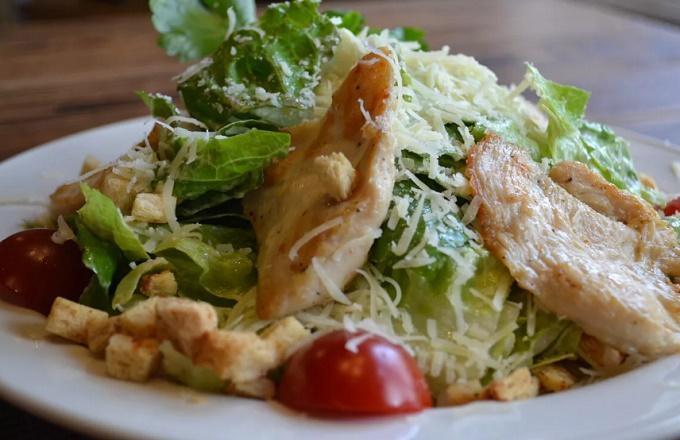 Обжаренная курица для салата Цезарь