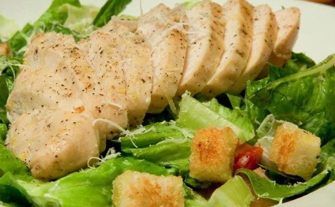 Отварная курица для салата Цезарь