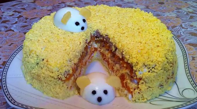 Салат Мимоза с сыром и маслом