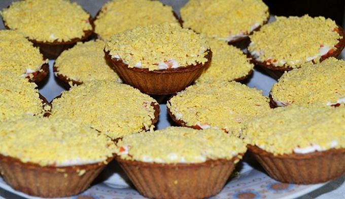 Тарталетки с салатом мимоза