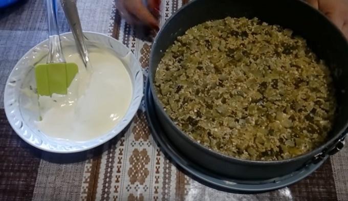 2 слой - огурцы с орешкаим