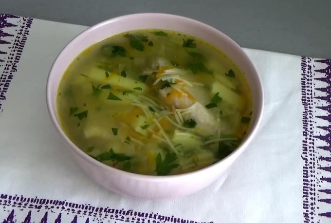 Готовый суп из курицы с вермишелью