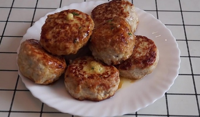 Куриные котлетки с сыром