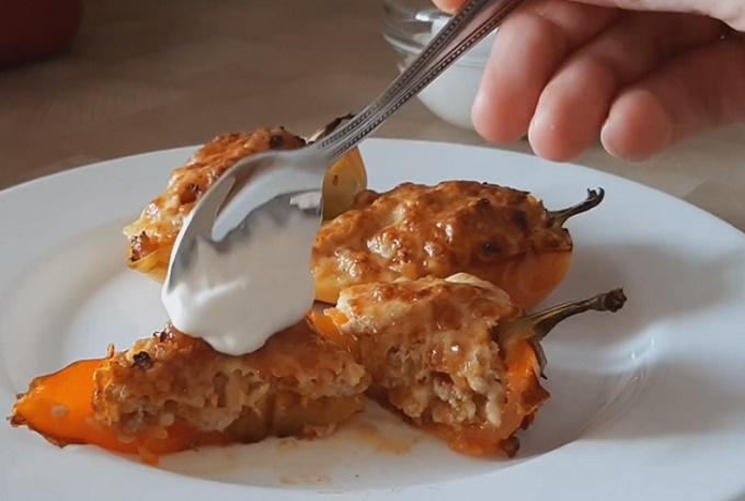 Вкусный фаршированный перец под сыром