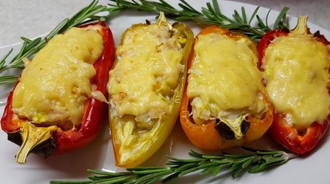 Фаршированный перец с куриной грудкой и сыром