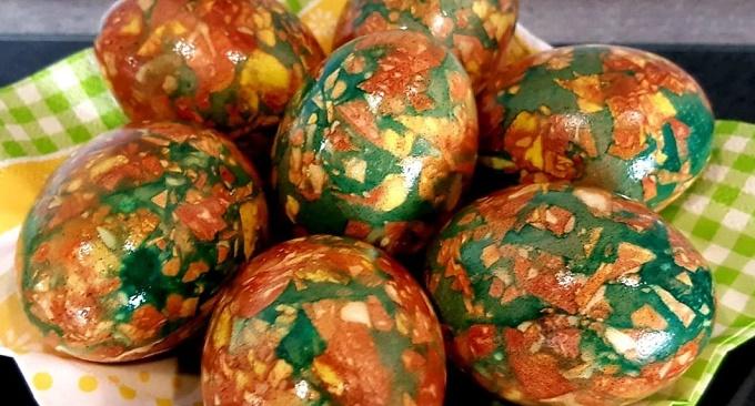 Мраморная покраска яиц зеленкой