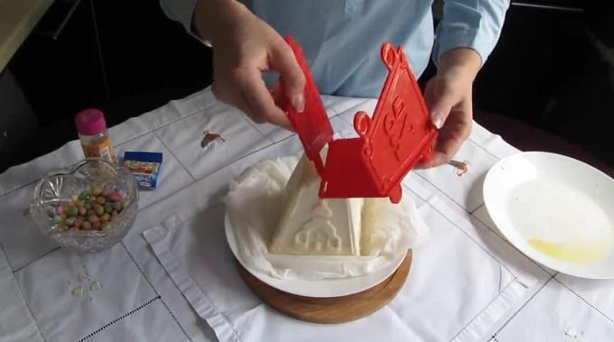 Снимаем пасечницу и ткань с пасхи