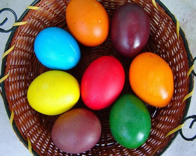 Яйцс с пищевыми красителями