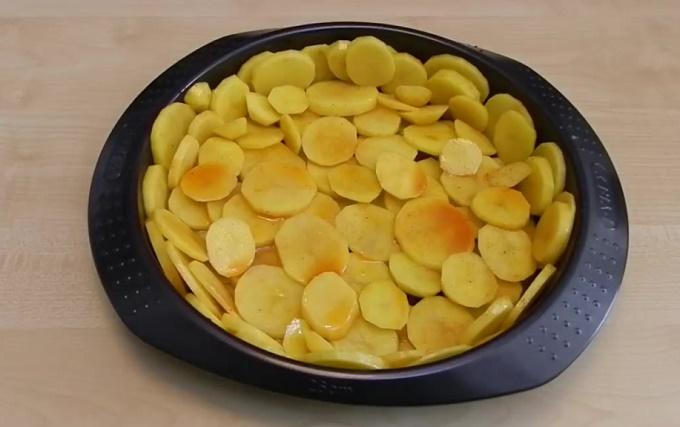 форму заполняем картофелем