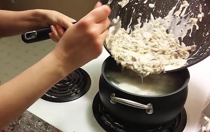Поджарку переносим в суп