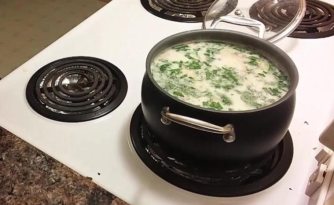 Готовый суп с шампиньонами и сливками