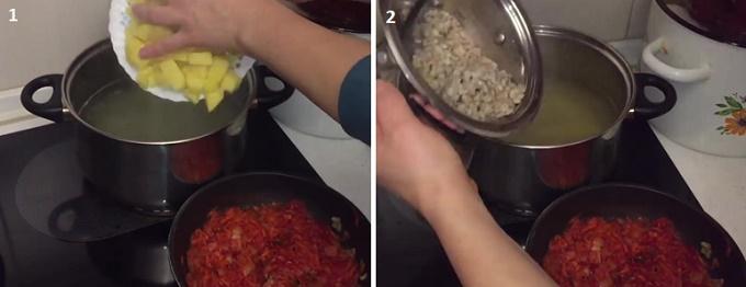 Заправляем бульон картошкой и перловкой