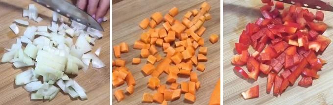 Морковка, лук, перец нарезанные
