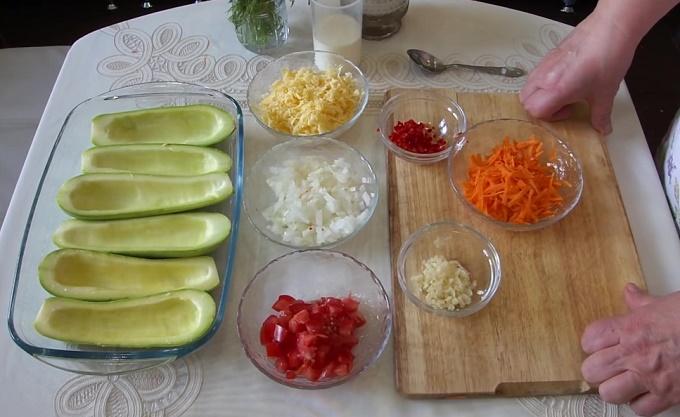 Измельчаем овощи и сыр