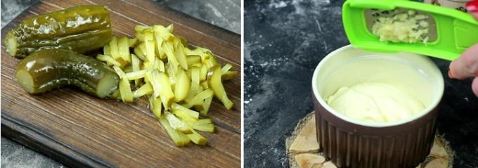 Маринованные огурчики и сметанный соус
