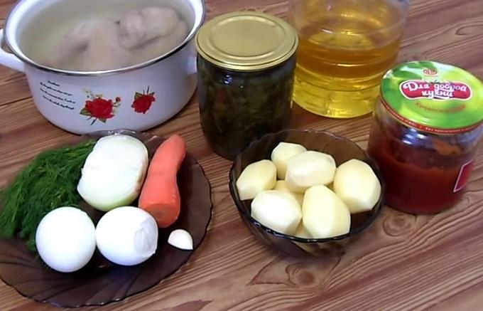 Ингредиенты для супа с консервированным щавелем