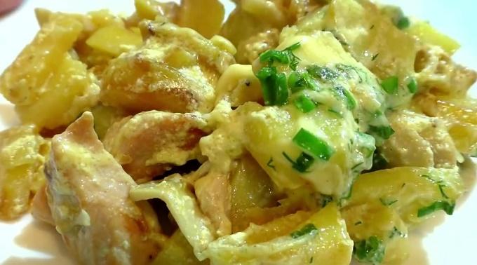 Курица в сливочном соусе с картошкой
