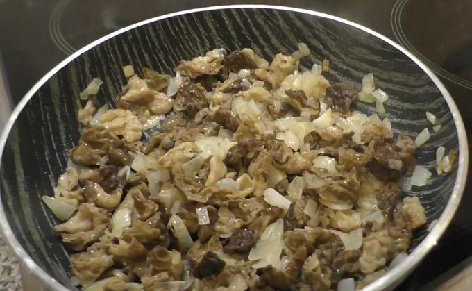Жарим лук с грибами