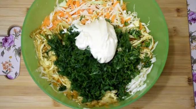 Добавляем в салат заправку
