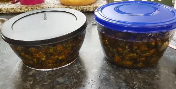 Настаиваются одуванчики на меду
