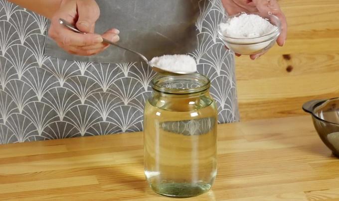 Рассол из соли и воды