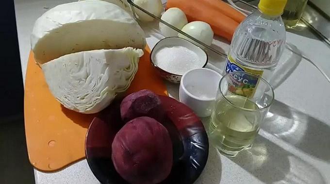 Ингредиенты для салата из капусты и свеклы