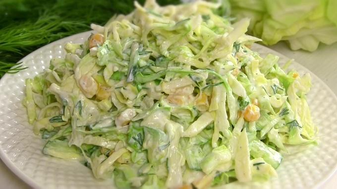 Салат с яблоком и кукурузой