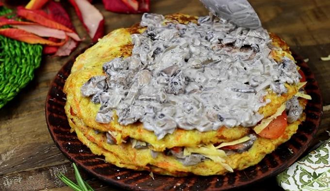 Готовый торт из кабачков с грибами