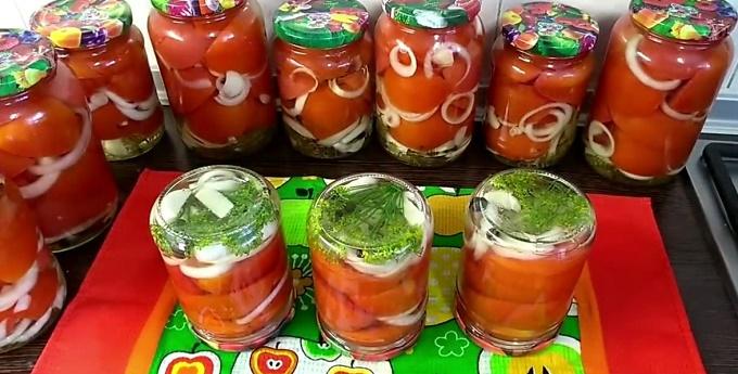 Резаные маринованные помидоры