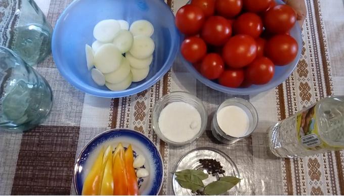 Помидоры с луком - ингредиенты