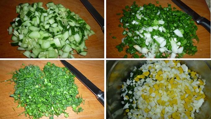 Нарезаем огурцы, зелень, яйца
