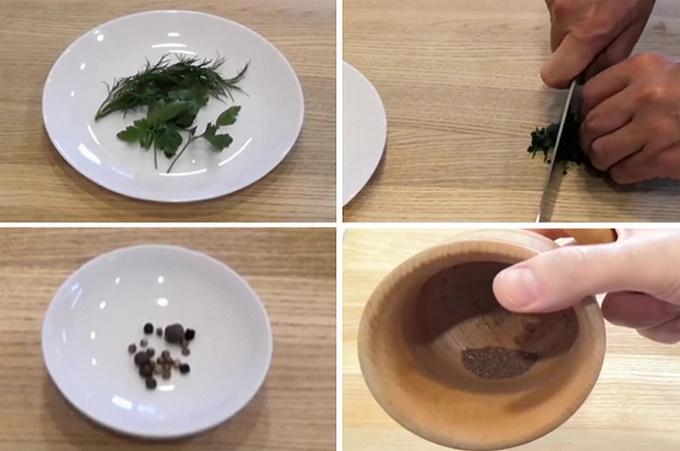 Натираем перец и кориандр в ступке