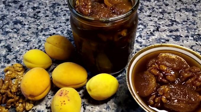 Королевское варенье из абрикосов с грецким орехом