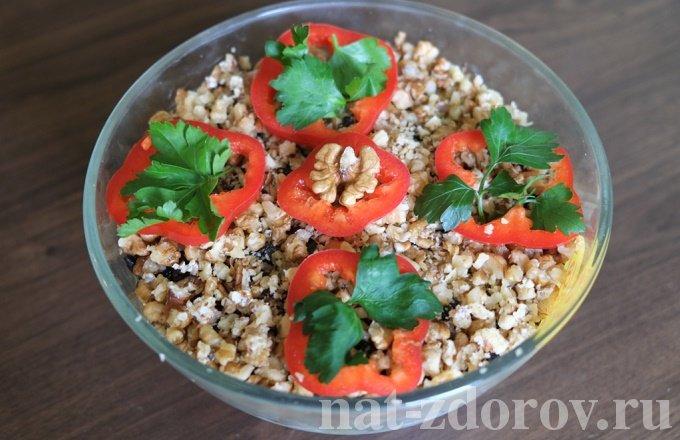 Салат с курицей и черносливом – рецепт с грецкими орехами, сыром и огурцом